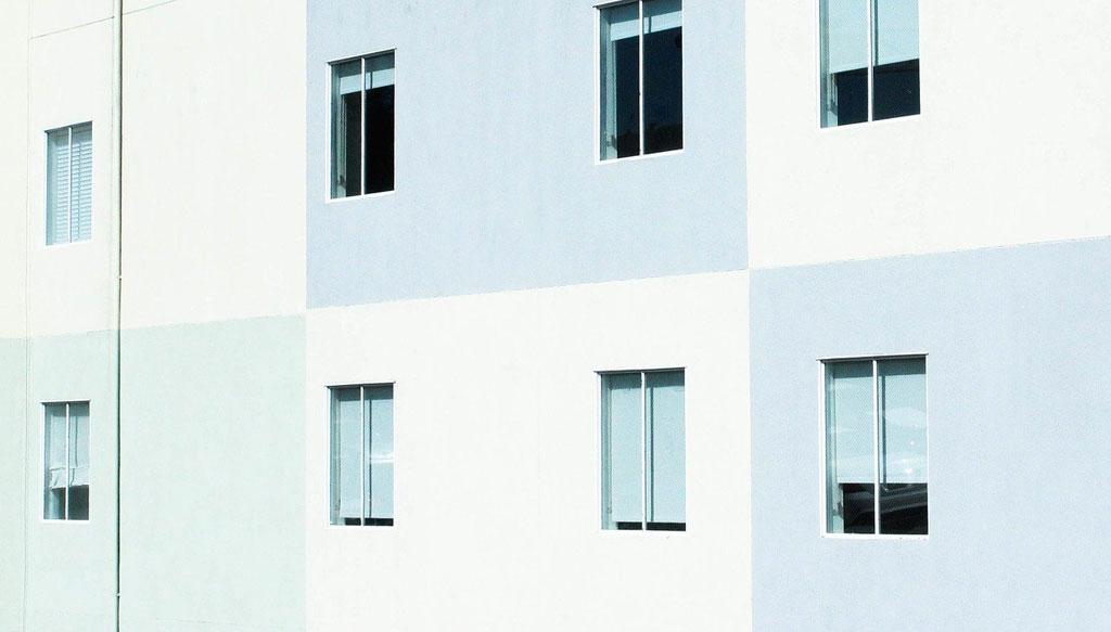 Ventanas en la fachada de un edificio